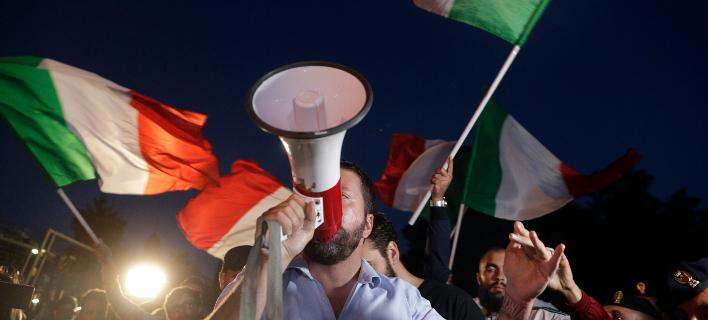 Spiegel: H Κομισιόν στέλνει πίσω στη Ρώμη το προσχέδιο του προϋπολογισμού  (Φωτογραφία: AP Photo/Gregorio Borgia)