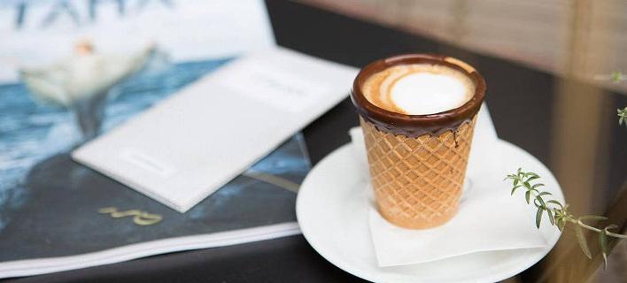 Στο Italus στην Καλλιθέα θα πιεις καφέ και μετά θα φας και το φλιτζάνι (κυριολεκτικά)