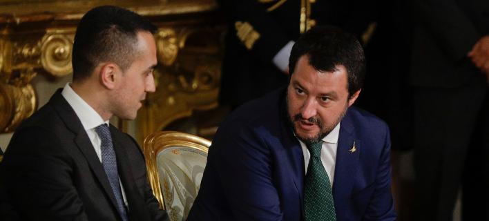 Οι ηγέτες των δύο κομμάτων του κυβερνητικού συνασπισμού, Ντι Μάιο και Σαλβίνι (Φωτογραφία: ΑΡ)