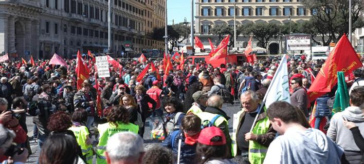 Στους δρόμους οι Ιταλοί -Δεκάδες χιλιάδες διαδήλωσαν κατά της μεταρρύθμισης στα εργασιακά