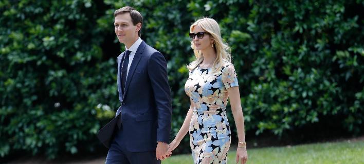 Η Ιβάνκα Τραμπ με τον σύζυγό της Τζάρεντ Κούσνερ. Φωτογραφία: AP/Pablo Martinez Monsivais