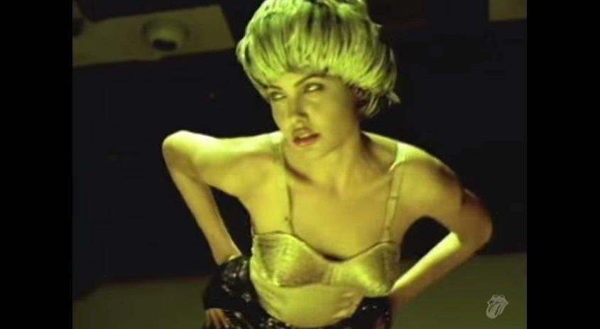 Οταν η Αντζελίνα Τζολί στα 22 της χόρευε για τους Rolling Stones σε στριπτιτζάδικο [εικόνες & βίντεο>