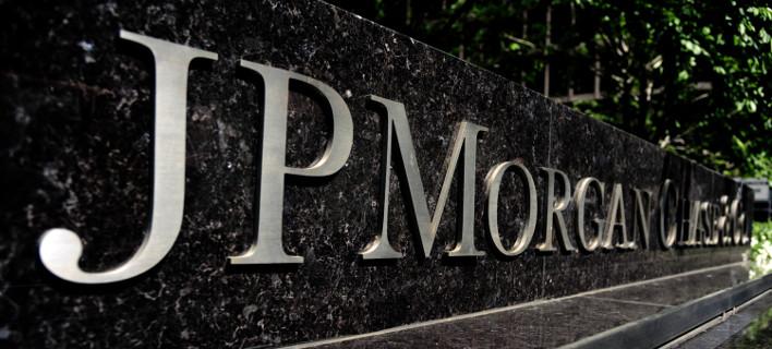 JP Morgan: Χωρίς συμφωνία ως την Κυριακή, θα κλείσουν οι τράπεζες τη Δευτέρα και θα επιβληθούν capital controls