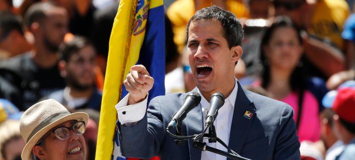 Ο Χουάν Γκουαϊδό σε ομιλία του στο Καράκας (Φωτο: AP/ Ariana Cubillos)
