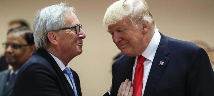 Ο Ζαν Κλοντ Γιούνκερ με τον Ντόναλντ Τραμπ (Φωτογραφία: AP/ Markus Schreiber)