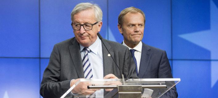 Ο Ζαν Κλοντ Γιούνκερ με τον Ντόναλντ Τουσκ/ Φωτογραφία: AP- Geoffroy Van der Hasselt