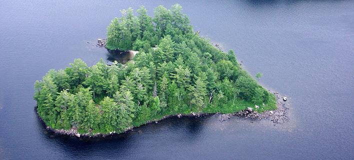 Στο σφυρί νησί σε σχήμα καρδιάς - Μοναδικό χριστουγεννιάτικο δώρο 1 εκατ. δολαρίων [εικόνες]