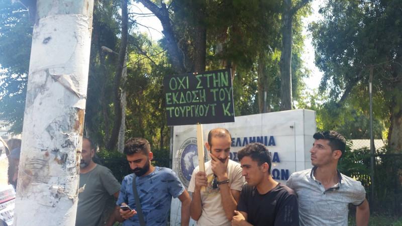 Διαμαρτυρία Τούρκων και Κούρδων προσφύγων υπέρ του Καγιά που κάνει απεργία πείνας- φωτογραφία iefimerida