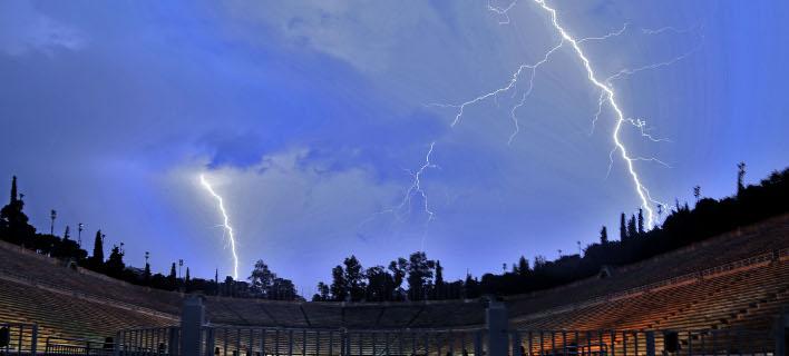 Αστραπές πάνω από το Παναθηναϊκό Στάδιο (Φωτογραφία: IntimeNews/ΜΑΤΘΑΙΟΣ ΓΙΩΡΓΟΣ)