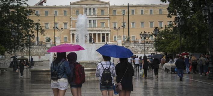 Συνεχίζονται οι βροχές και σήμερα (Φωτογραφία: EUROKINISSI/ΓΙΩΡΓΟΣ ΚΟΝΤΑΡΙΝΗΣ)