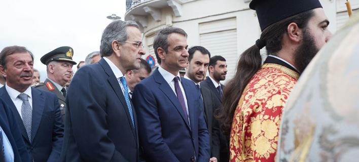 Φωτογραφία: Κυριάκος Μητσοτάκης και Αντώνης Σαμαράς στην περιφορά της εικόνας