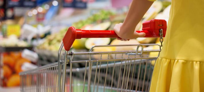 ΕΣΕΕ: Πόσο «βαρύ» έγινε το καλάθι της νοικοκυράς μετά την αύξηση του ΦΠΑ