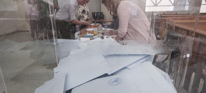 Κάλπη και ψηφοδέλτια / Φωτογραφία: Eurokinissi/ΔΗΜΗΤΡΟΠΟΥΛΟΣ ΣΩΤΗΡΗΣ