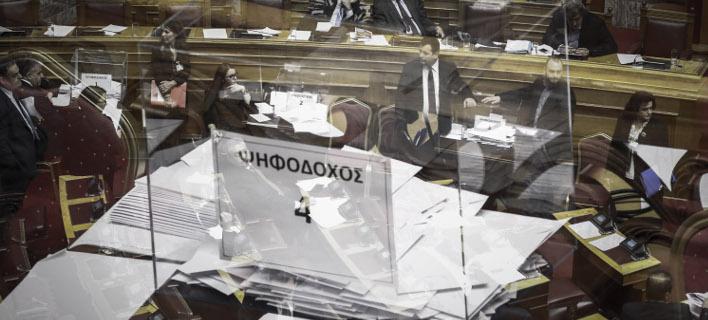 Οσα έγιναν στη Βουλή για τη Novartis έως το ξημέρωμα: Οι εντάσεις, οι καβγάδες και τα... «αϊ στο διάολο», «το παραχε@@τε» [βίντεο]