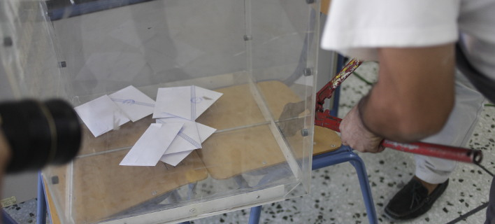 Δικαστικός αντιπρόσωπος παρέλαβε κάλπη με λουκέτο -Κάλεσε κλειδαρά [εικόνα]