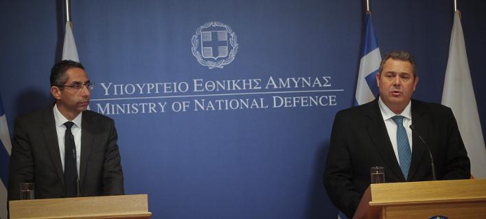 Ο υπουργός Αμύνας, Πάνος Καμμένος και ο Κύπριος ομόλογός του Σάββας Αγγελίδης/Φωτογραφία: Eurokinissi