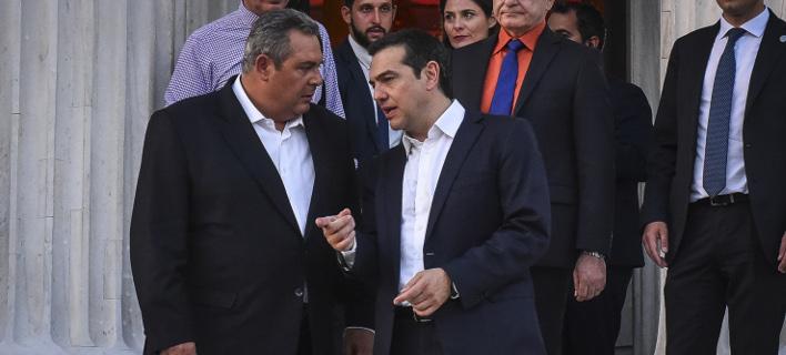 Ο Πάνος Καμμένος με τον Αλέξη Τσίπρα/ Φωτογραφία: EUROKINISSI- ΤΑΤΙΑΝΑ ΜΠΟΛΑΡΗ