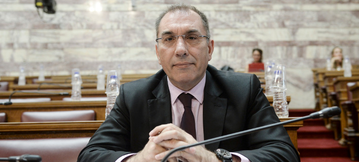 Ο Δημήτρης Καμμένος αποδοκίμασε τον έτερο βουλευτή των ΑΝΕΛ Κ. Κατσίκη -Φωτογραφία:Intimenews
