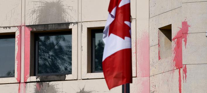 Η πρεσβεία του Καναδά μετά την επίθεση του Ρουβίκωνα (Φωτογραφία: IntimeNews/ΒΑΡΑΚΛΑΣ ΜΙΧΑΛΗΣ)
