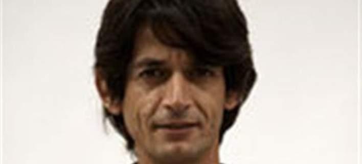 Νέο σόου Καρανίκα -Ο σερβιτόρος που διορίστηκε στο Μαξίμου απαντά: Ναι, μου αρέσει η Μενεγάκη