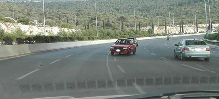 Απίστευτο: Οδηγός πήγαινε ανάποδα στον περιφερειακό Υμηττού [εικόνα]