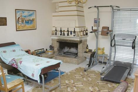 Αυτό είναι το δωμάτιο του Ηλία Κασιδιάρη στο οποίο εισέβαλε η ΕΛΑΣ [εικόνες]