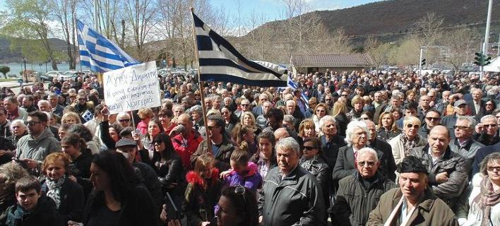 Καστοριά: Συγκέντρωση συμπαράστασης προς τους δύο Eλληνες αξιωματικούς [εικόνες & βίντεο]