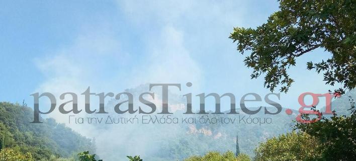 Φωτιά στο Ανω Καστρίτσι στην Πάτρα (Φωτογραφία: PatrasTimes)