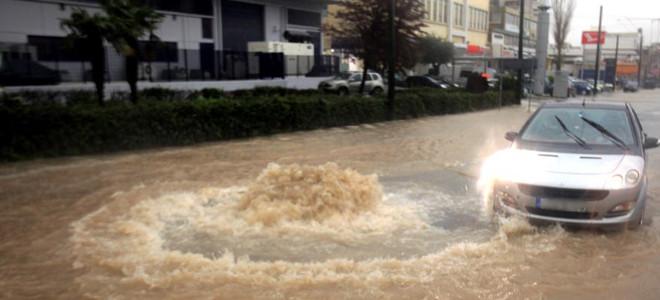 Στην Αθήνα της ταλαιπωρίας -Χάος στους δρόμους -Ποιοι δρόμοι πλημμύρισαν