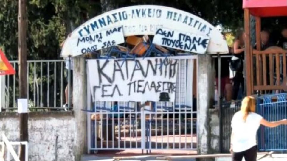 katalipsi1 1 - Αντί για αγιασμό έκαναν… κατάληψη (Φωτο)