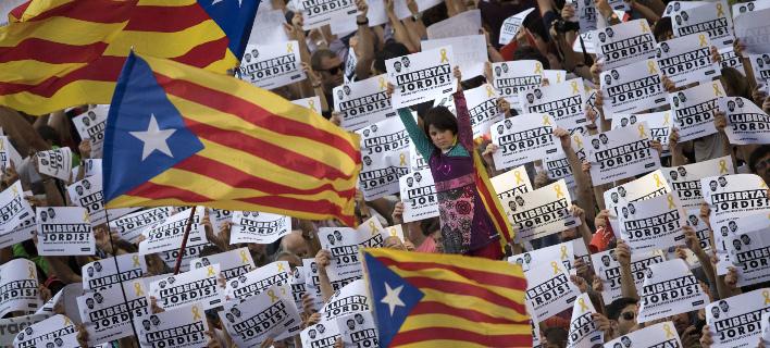 Δεν μπορεί να μεσολαβήσει η ΕΕ στην ισπανική κρίση, σύμφωνα με Γερμανό καθηγητή (Φωτογραφία: AP/ Emilio Morenatti)
