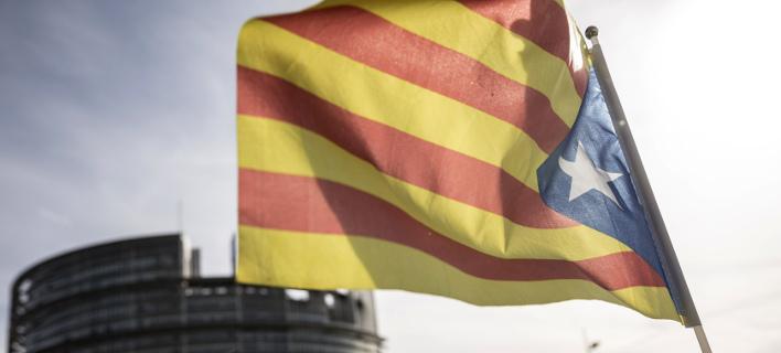 Τη Δευτέρα πιθανόν η ανακήρυξη της ανεξαρτησίας της Καταλονίας (Φωτογραφία: AP/ Jean-Francois Badias)