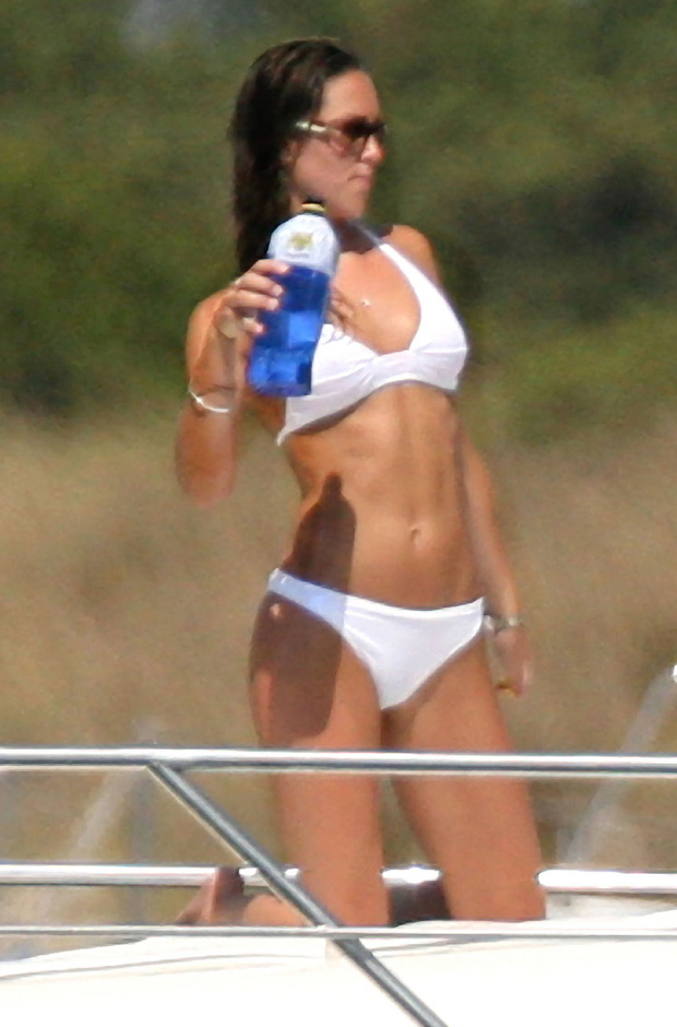 Kate Middleton Sexy White Bikini 620bes031411
