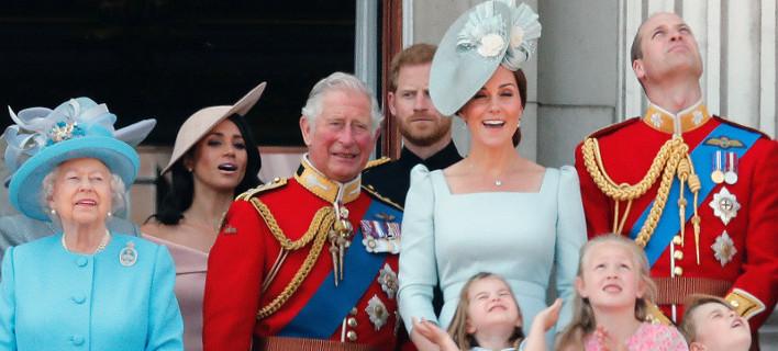 Η Κέιτ Μίντλετον «αφάνισε» την Μέγκαν Μαρκλ -Νευρική, αγχωμένη, πίσω πίσω στο μπαλκόνι η νέα δούκισσα [εικόνες & βίντεο]
