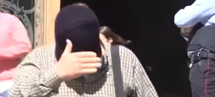 Παιδεραστής εκπαιδευτικός υποστηρίζει ότι τον κάλυπτε ένα μοναστικό τάγμα (Bίντεο: El Pais)