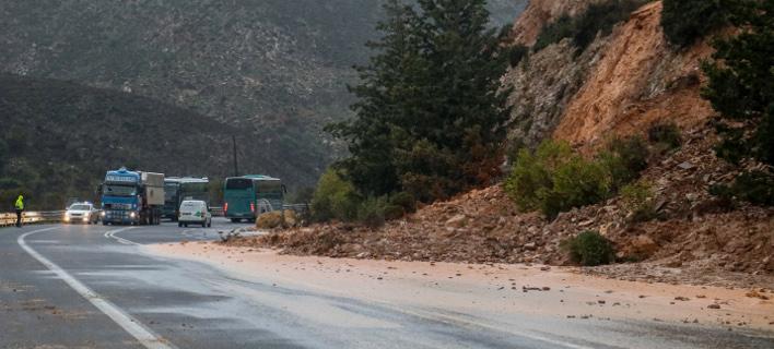 Κατολίσθηση σε δρόμο της Κρήτης (Φωτο: Eurokinissi)