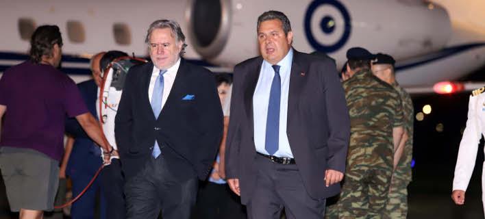 Ο κ. Κατρούγκαλος με τον κ. Καμμένο, μετά την επιστροφή των 2 στρατιωτικών (Φωτογραφία: MOTIONTEAM/ ΦΑΝΗ ΤΡΥΨΑΝΗ)