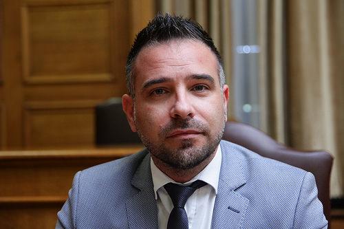 ΣΟΚ για τον Λαρισαίο βουλευτή Γιώργο Κατσιαντώνη: Συνέλαβαν τον αδελφό του στις ΗΠΑ για φοροδιαφυγή και πλαστογραφία!