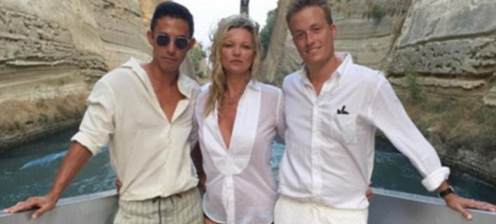 Η Κέιτ Μος κάνει διακοπές στην Ελλάδα [εικόνες]