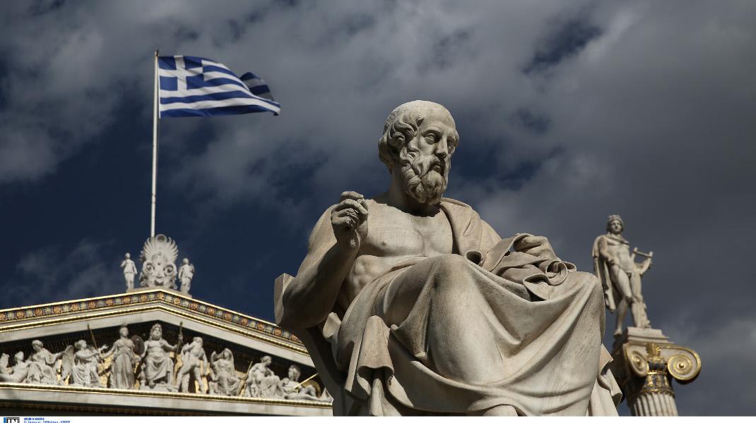 Το άγαλμα του Αριστοτέλη, έξω από την Ακαδημία Αθηνών - Φωτογραφία: Intimenews/ΛΙΑΚΟΣ ΓΙΑΝΝΗΣ