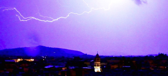 Κεραυνοί στο Ναύπλιο/ Φωτογραφία: argolikeseidiseis.gr