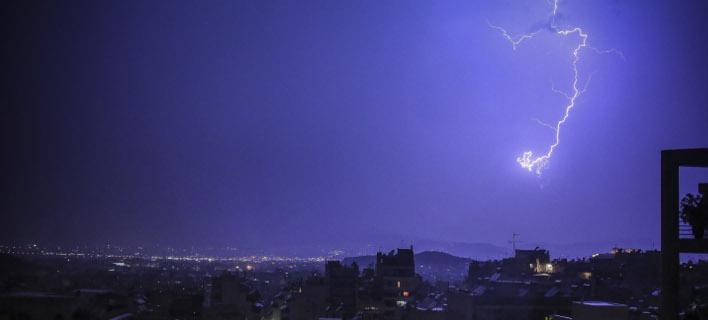 Κεραυνοί πάνω από την Αθήνα (Φωτογραφία: EUROKINISSI/ΘΟΔΩΡΗΣ ΚΑΡΑΚΟΖΙΔΗΣ)
