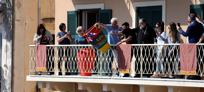 άσχα στην Κέρκυρα: Ο «σεισμός», οι «Μπότηδες» και η «Μαστέλα» (Φωτογραφία: IntimeNews/ΚΑΤΑΠΟΔΗΣ ΣΤΑΜΑΤΗΣ)