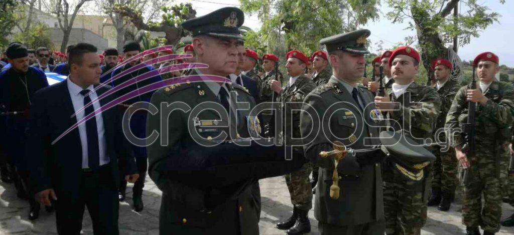 Αβάσταχτη οδύνη στην κηδεία του υποστράτηγου Γ. Τζανιδάκη [εικόνες] Khdeia-21-1024x469