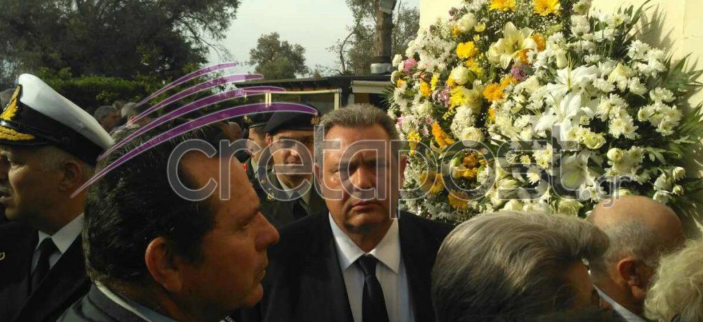 Αβάσταχτη οδύνη στην κηδεία του υποστράτηγου Γ. Τζανιδάκη [εικόνες] Khdeia-tzanidakh-kammenos-1024x469