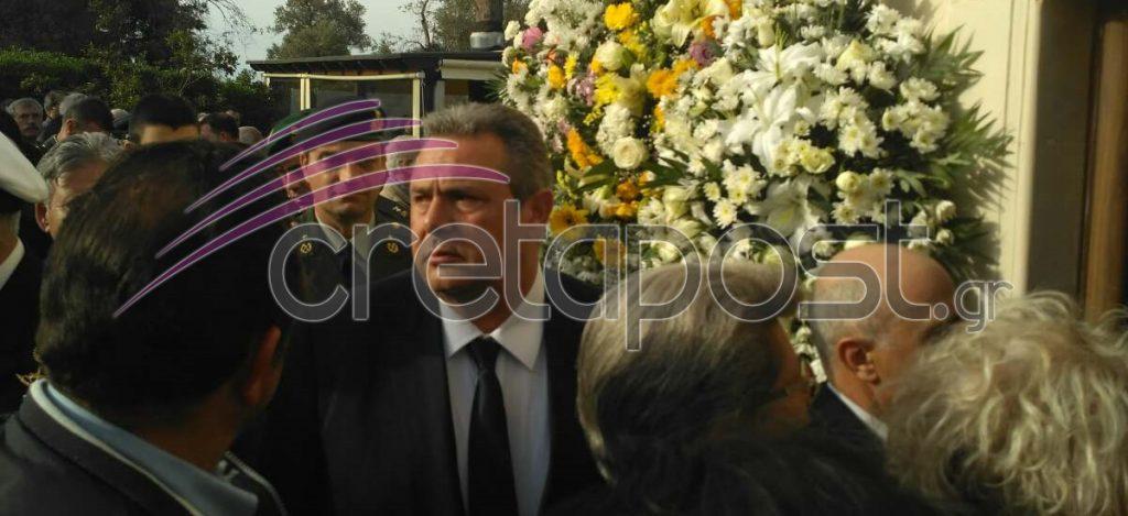 Αβάσταχτη οδύνη στην κηδεία του υποστράτηγου Γ. Τζανιδάκη [εικόνες] Khdeia-tzanidakh-kammenos2-1024x469