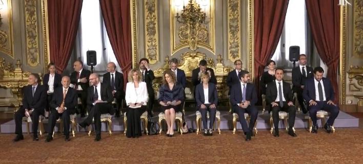 Ιταλία: Οι εικόνες από την ορκωμοσία της νέας κυβέρνησης -Χαμόγελα και αμηχανία
