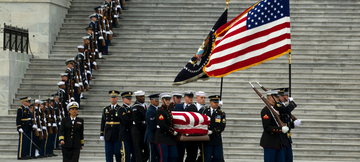 Στιγμιότυπο από την κηδεία του Τζορτζ Μπους (Φωτογραφία: AP)