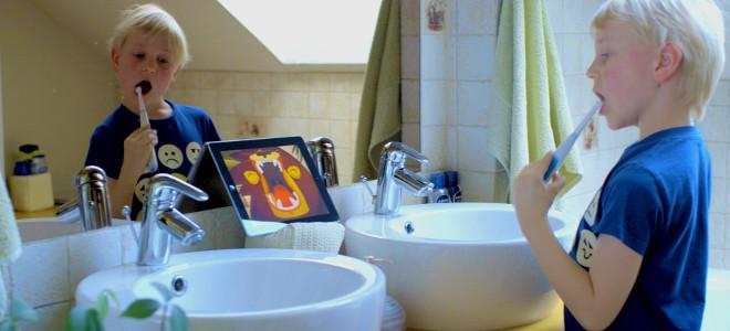 «Εξυπνη» οδοντόβουρτσα μαθαίνει στα παιδιά να πλένουν σωστά τα δόντια τους