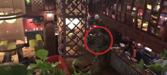 Κίεβο: Ενοπλοι πήραν σηκωτό από εστιατόριο τον πρώην πρόεδρο της Γεωργίας [βίντεο]